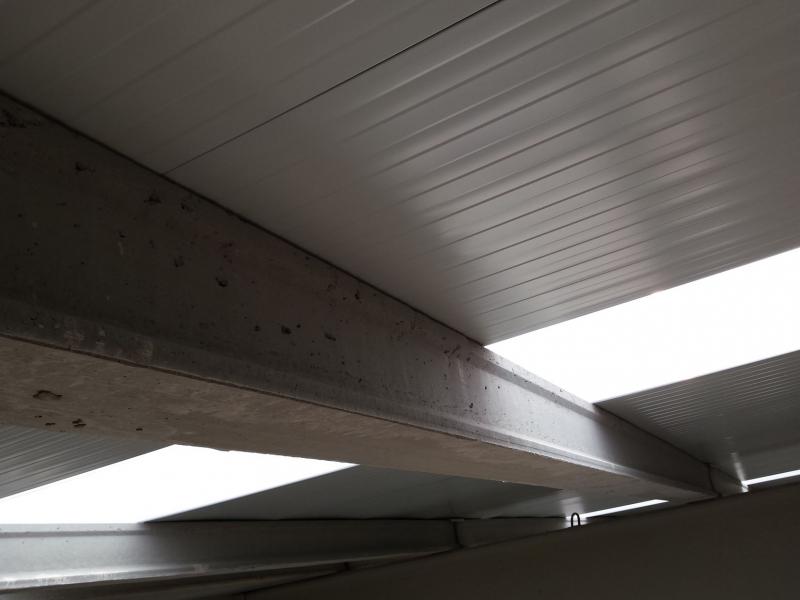 Panel sandwich metálico para cubierta industrial